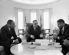 PRESIDENT JOHNSON WITH CIVIL RIGHTS LEADERS 8X10 PHOTO