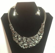 NWT Puzzle Piece Silvertone Undulating Bib Necklace And Pierced Earring Set