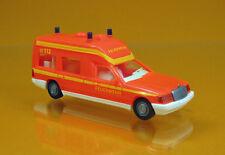 """Wiking 060701 Mercedes-Benz W124L Krankenwagen """" Feuerwehr """" - tagesleuchrot"""