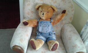 HUGO, A large English Pedigree Teddybear 28 inch. Bell in ear, growler