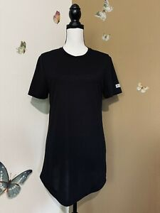 Women's Gymshark Sz Small Black Crew Neck Tee Shirt Curved Hem Reflective Logo