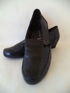 Bellini shoes wide C size 9 black low heeled shoes