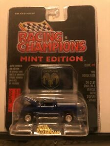 1/64 RACING CHAMPIONS MINT #12 1996 DODGE RAM PICKUP SHORTBED BLUE & WHITE