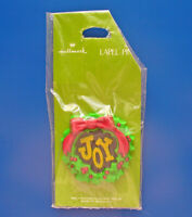 Hallmark PIN Christmas Vintage JOY WREATH on GREEN CARD Holiday Brooch RARE NEW*