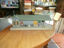 UNKNOWN MAKE HO SCALE ASSEMBLED BUILDING--FREIGHT STATION
