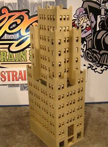 HO Scale Bachmann Trade Tower Building Built Painted