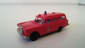 Brekina H0 Mercedes 190 Feuerwehr  2458
