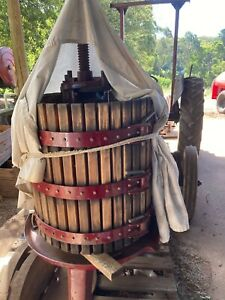 Wine press - Hand ratchet basket press