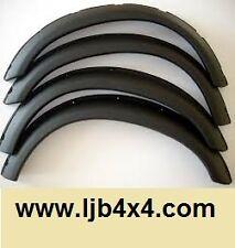 Lot de 4 extensions d' aile noires NEUVES Nissan patrol baroud / ebro 160 / 260
