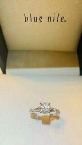 Blue Nile Diamond engagement ring in Platinum Band w/ Round 1.01 Carat Diamond