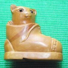 Bois fine japonais détaillée main sculpté TREEN buis netsuke chat dans un démarrage