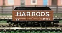 Graham Farish - N Gauge - 2130 - 7 Plank Wagon - Harrods - Brown