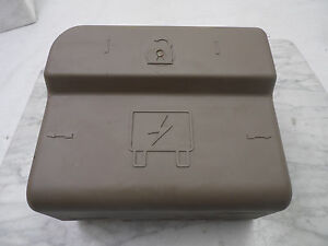 OEM 2004 Buick Rainier AWD SUV Cashmere Tan Instrument Cluster Fuse/Relay Cover