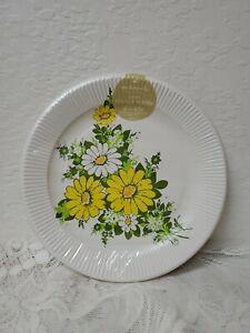 Vintage 1960's-1970's Daisy Flowers Flower Paper Plates NOS Super Retro Theme