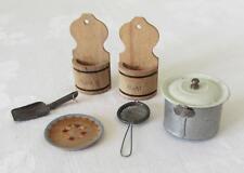 ALT! - Salz+Mehl-Behälter Topf Sieb Teller Kohlenschaufel für Puppenstube, Küche