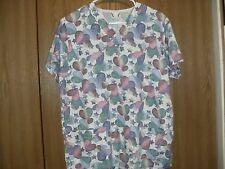ladies size (S) fundamentals short sleeve hearts scrub top