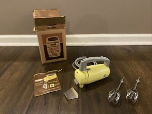 New West Bend Electric 3-Speed Hand Mixer Kitchen Baking Yellow Vintage + Box