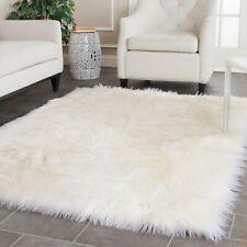 Safavieh Area Rug 5 ft. x 7 ft. Handmade Shaggy Rug Faux Sheep Skin White