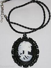 NCIS replique pendentif Abby tete de mort Abby's cameo skull necklace replica