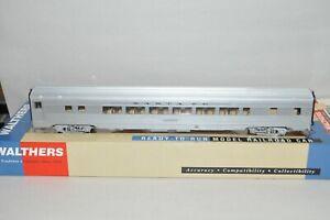 HO scale Walthers Santa Fe Ry 85' streamlined passenger car train BUDD 52 coach
