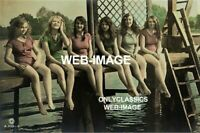 1910 CUTE GIRLS ON DOCK COTTAGE CABIN CAMP 8X12 PHOTO AMERICANA BATHING BEAUTY