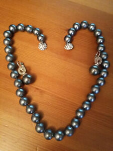 GREY PERL NECKLACE