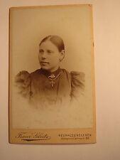 Neuhaldensleben - junge Frau mit Kreuz-Kette - Portrait / CDV