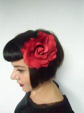 Grosse fleur rose rouge pince clip cheveux et broche coiffure rétro pinup