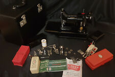 Singer Sewing Machine 222K Featherweight & Zigzag & buttonhole & Accessories