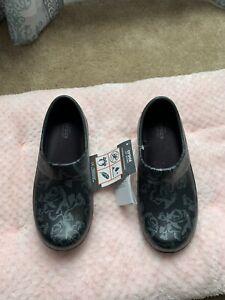 Crocs Dual Comfort Womens Size 5 Professional Nurse Work Shoes Black Floral