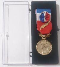 Médaille d'honneur du TRAVAIL 35 ans  ( Médaille d'Or )