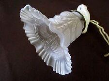 ancienne applique art nouveau -tulipe blanche motifs en relief-base porcelaine