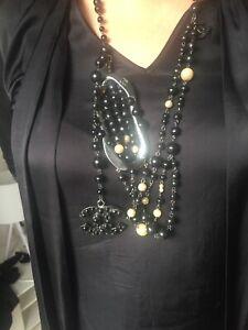 Originale Chanel Halskette mit Perlen mit Box und Rechnung