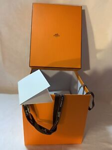 Boite Hermes 26/21/20,5 Cm Carte Ruban