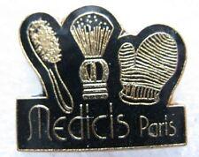 Pin's Produit de Beauté MEDICIS PARIS Brosse Blaireau Gant  #D4