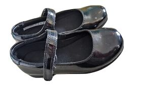 Girls Clarks black patent leather school shoes infant size 9 G