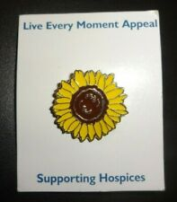 Live Every Moment  Hospices Sainsbury's Sunflower Daisy Charity Pin Badge