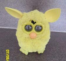 Jaune Furby Boom, PA282 avec orange bec jaune et queue, travail
