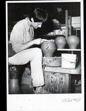 CHEVAGNY-sur-GUYE (71) Marie MILER , POTIERE au travail POTERIE 1991 FAGE 91.385