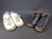 Anciennes paires de chaussures pour bébé ou poupée babybotte pointure 18 et 21
