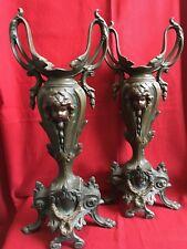 Ancienne paire de vases , ornements dessus de cheminée en régule chérubin