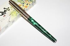 WING SUNG 220 Green Celluloid fountain pen golden color cap