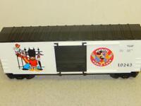 LIONEL-19245- MICKEY'S WORLD TOUR HI-CUBE BOXCAR - 0/027- NEW -  S10