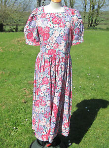 VINTAGE LAURA ASHLEY FLORAL TEA DRESS. VERY PRETTY, EXCELLENT CONDITION. SIZE 12