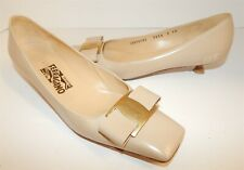 Salvatore Ferragamo 9 2A Beige Smooth Leather Bow Pumps Kitten Heels Italy