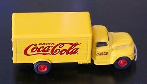 COCA COLA Die Cast Vintage Collectable 1:64 FORD F-5 DELIVERY Toy Truck