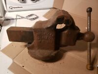 """Vintage American scale No 14 3-1/2"""" Bench Vise swivel"""