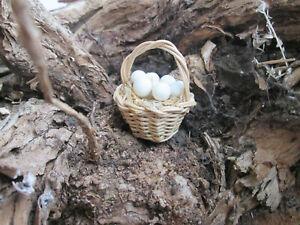 Krippenzubehör - Korb gefochten mit Eier  - Naturmaterial -