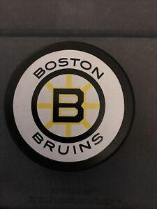 BOSTON BRUINS VINTAGE OFFICIAL PUCK SUPER MINT! SUPER RARE!