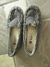 ROXY BLACK/WHITE FLATS LOAFERS SHOES WOMENS 9 SLIP ONS